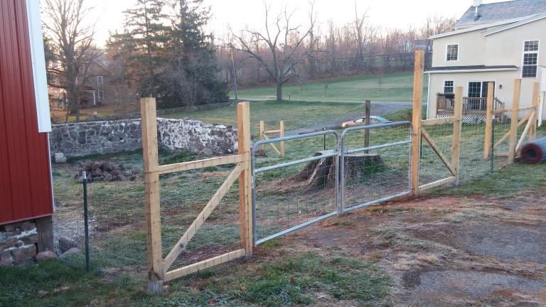 fence%20gate[1].jpg